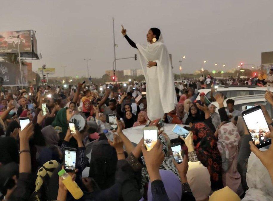 عاجل.. بعد أربعة أشهر من التظاهرات الجيش السوداني سيصدر بلاغا هاما