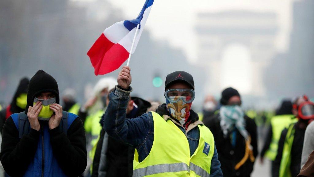 """60 ألف شرطي فرنسي لمواجهة إحتجاجات """"السترات الصفراء"""""""