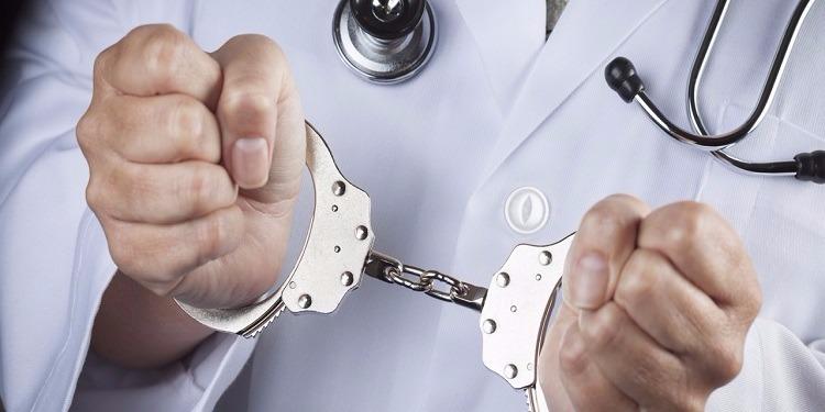 فاس..محاكمة طبيب و3 ممرضات بتهمة القتل الخطأ