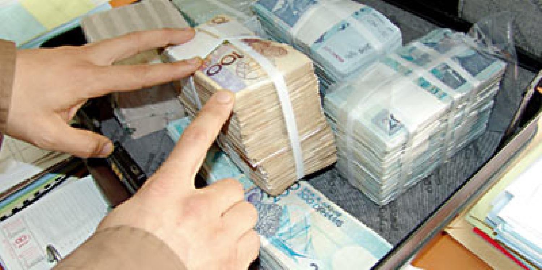 هذه هي العقوبة السجنية لموظفة بنك متهمة باختلاس 100 مليون سنتيم