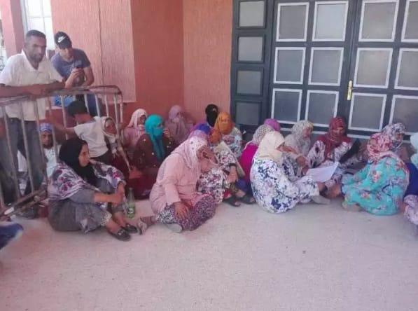 الإقصاء من قفة رمضان يخرج العشرات من سكان جماعة أولاد سعيد بقصبة تادلة للإحتجاج