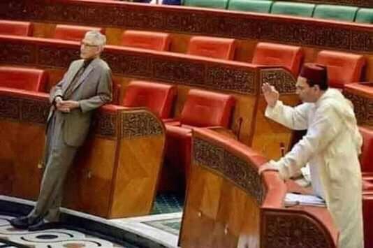 طريقة وقوف الحسن الدادوي بالبرلمان تثير غضب رواد مواقع التواصل الاجتماعي