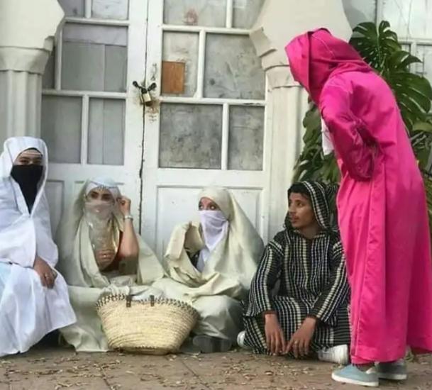 بعد إطلاق تحدي اللباس التقليدي.. ساكنة وجدة تنزل في مسيرة بشوارع المدينة بالزي المحلي التقليدي(صور)