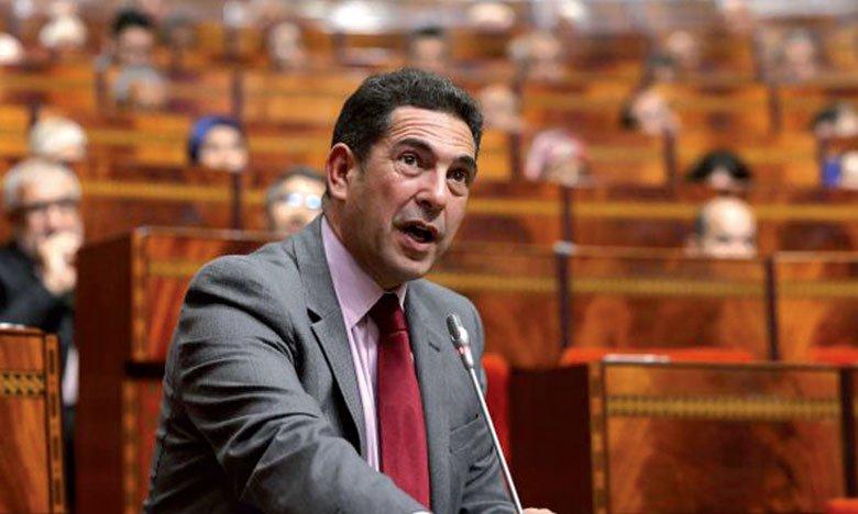 """نقابة """"البيجيدي"""" تتوعد وزارة أمزازي باحتجاجات ضد توقيف أساتذة الطب"""