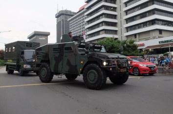 Kendaraan tempur milik TNI AD melintas di dekat TKP serangan teror di kawasan Thamrin, Jakarta, Kamis, 14 Januari 2015. - The Jakarta Post / Jerry Adiguna