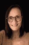 femme portrait pull cheveux lunettes Christelle Chabasse