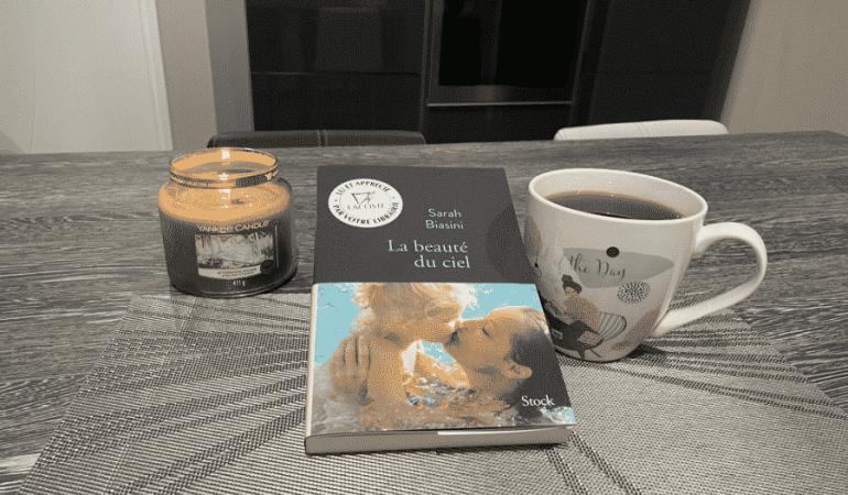 livre table mug femme bébé