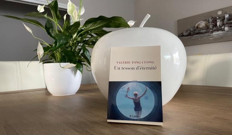livre plante femme eau piscine livre