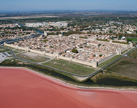 Red water around Aigues-Mortes