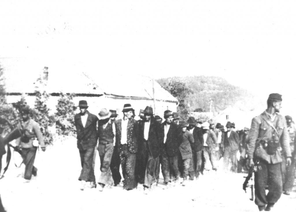 На Банији 1942. Усташе одводе Србе на стрељање. (ФОТО: www.wikiwand.com)