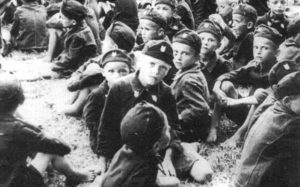 Српска деца у Јасеновцу обучена у усташке униформе