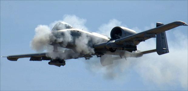 * Авион А-10 гранатира уранијумом