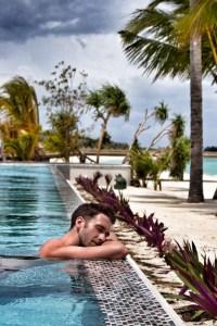 Jeroen relaxed am Pool
