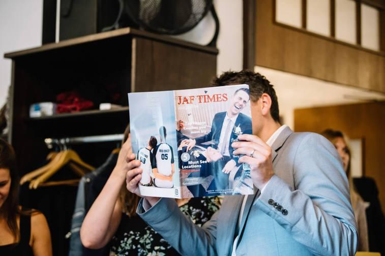 Als Geschenk erstellte unsere Trauzeugin Kristina mit Freunden und Familien ein eigenes Magazin: die JAF TIMES