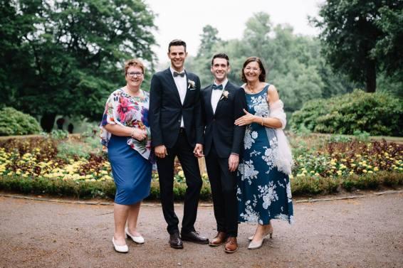 Das Brautpaar mit den Müttern