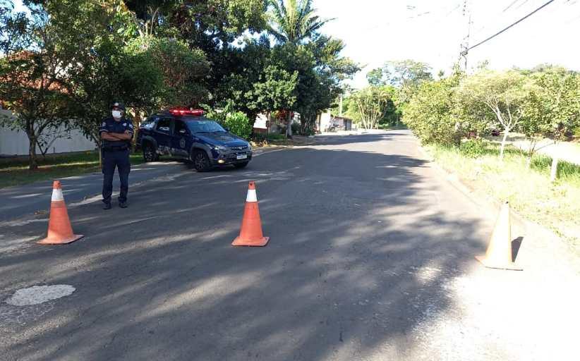 Polícia Municipal mantém barreiras e coíbe consumo de bebidas alcoólicas em áreas públicas no final de semana em Jaguariúna