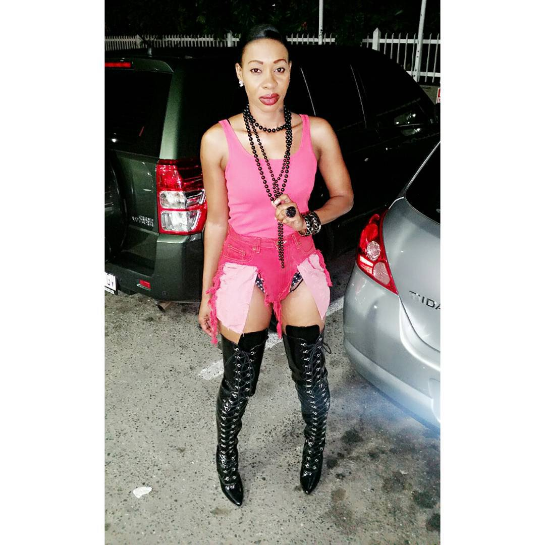 kevia the diva take style out 2015 red carpet (3)