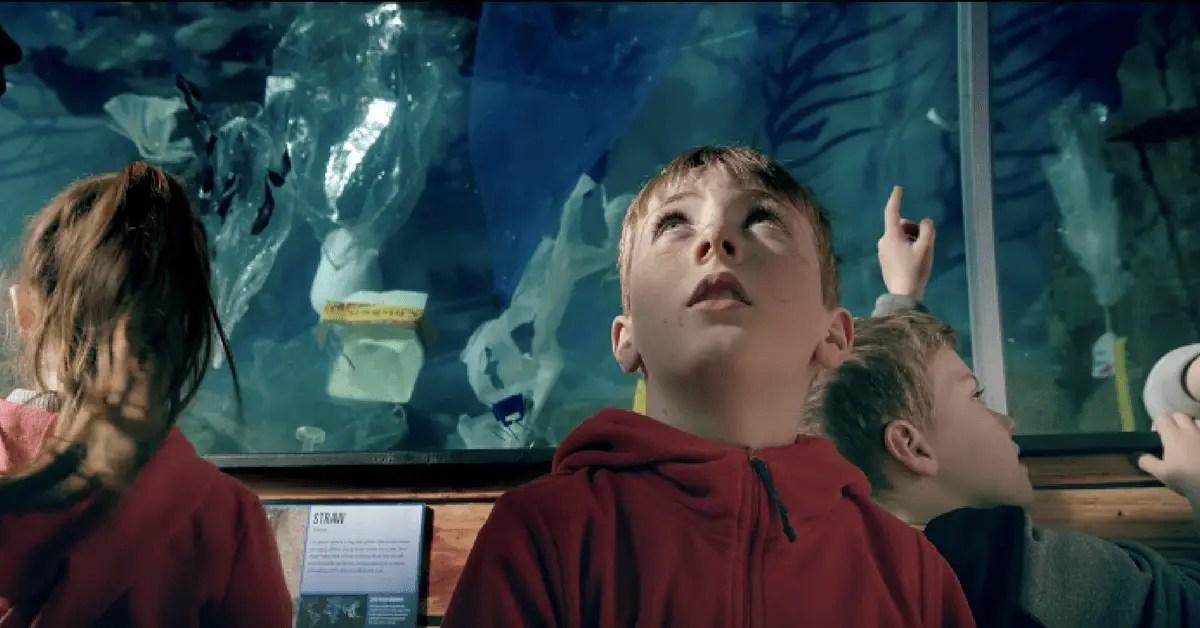 Greenpeace montre la pollution de l'océan à travers une exposition inédite