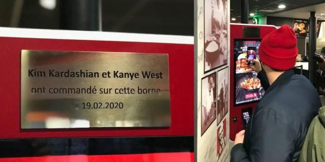 KFC installe une plaque honorifique en hommage à Kanye et Kim Kardashian
