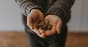 argent-pièces-mains