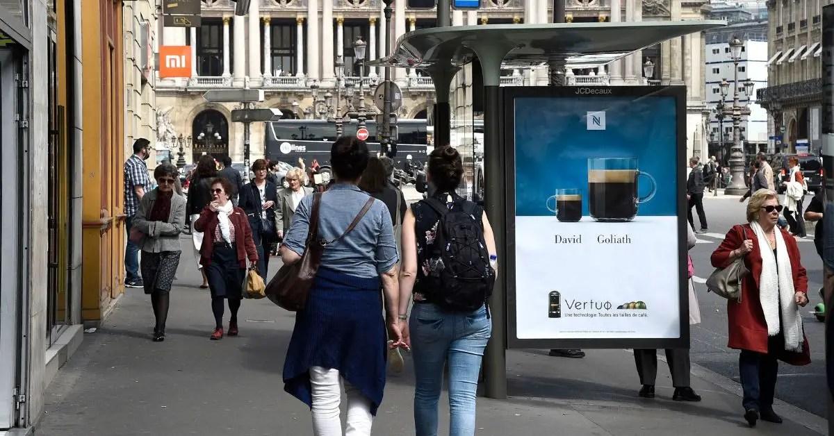 rue-paris-visiteurs-bus