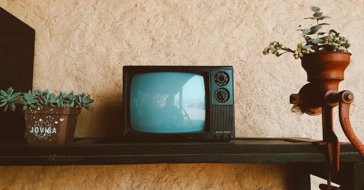 télévision-écran-table