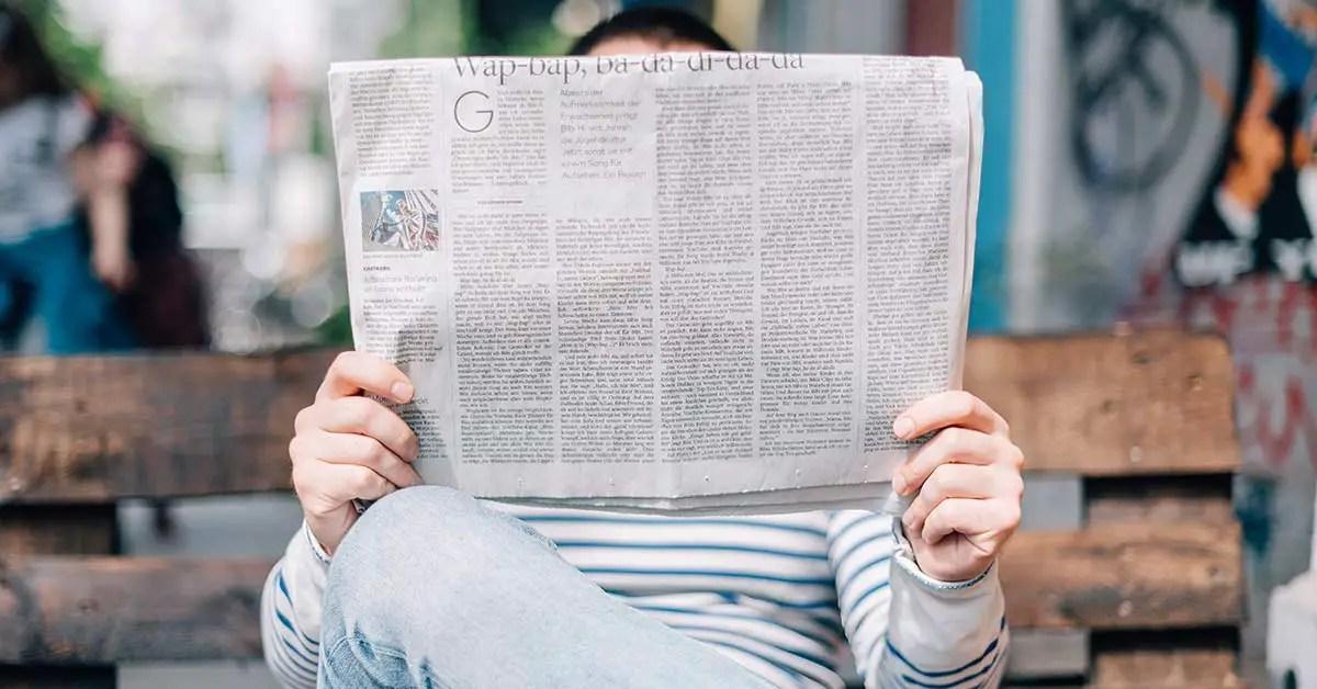 lecteur d'un journal veille marketing