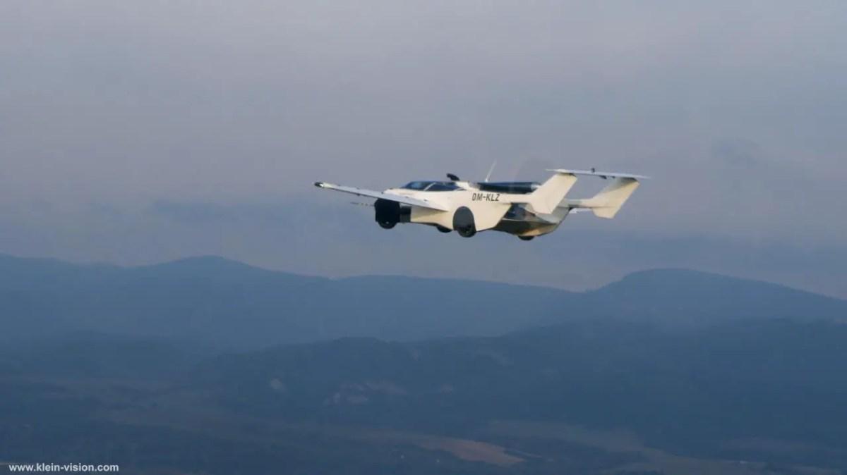 voiture-avion-blanche-ciel