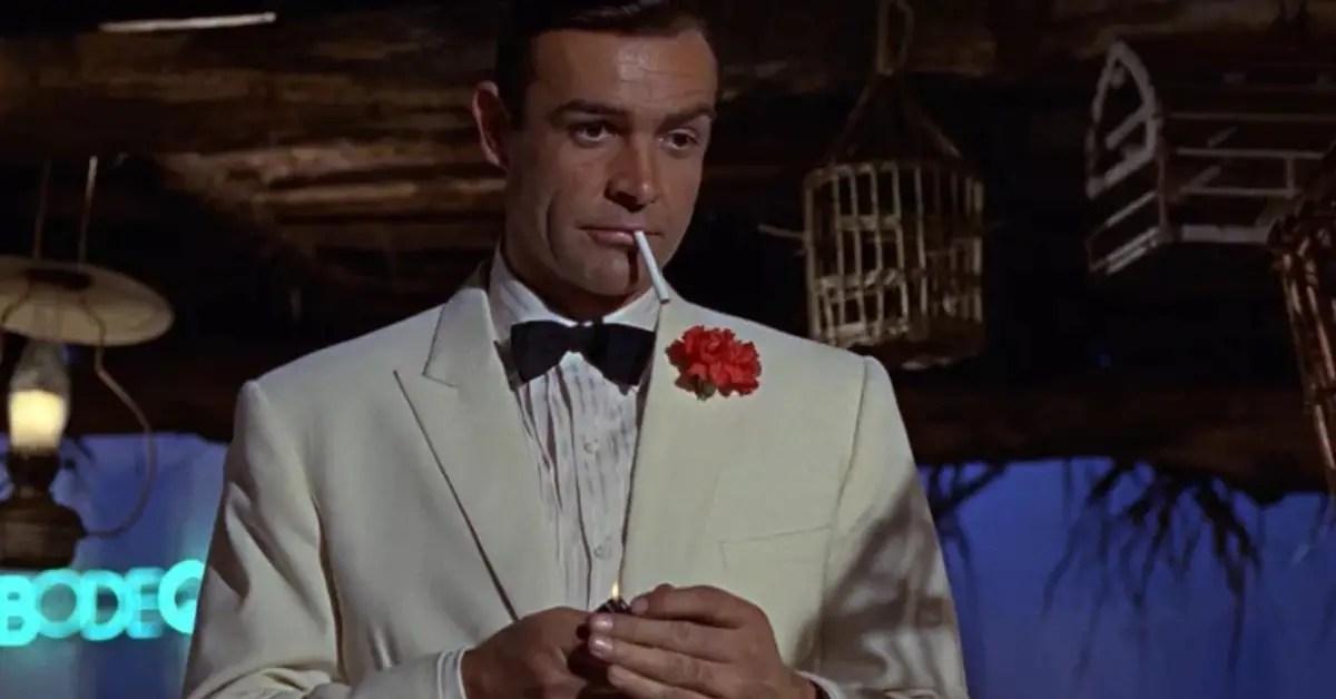 james-bond-costard-blanc-cigarette