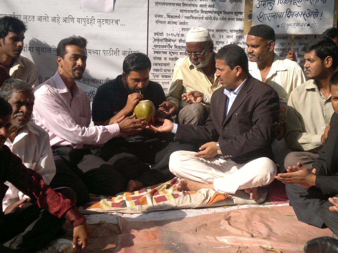 Adv.Siddharthshankar Sharma Hunger Strike against ILS Law College 2