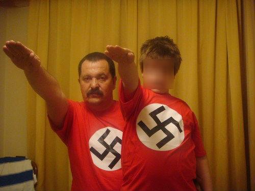 Pappas-padi-nazistikos-xairetismos