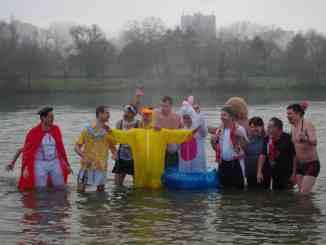 Éclaboussade au Lac Kir de Dijon