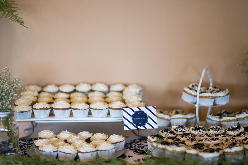 wedding-reception-cupcakes-navy-blue