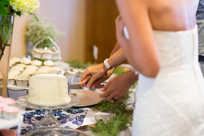 cutting-cake-wedding-reception