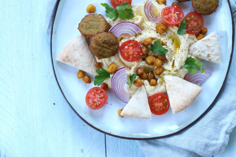 Loaded hummus met falafel www.jaimyskitchen.nl