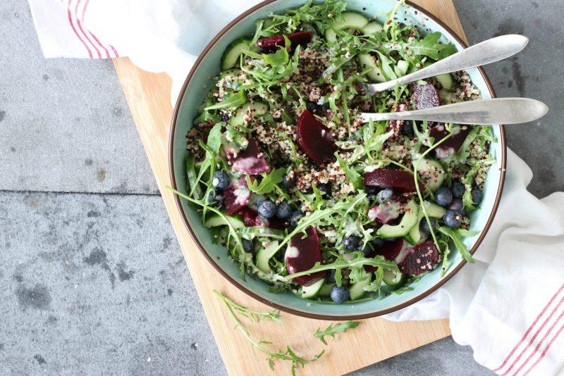 Salade met quinoa blauwe bessen en rode biet www.jaimyskitchen.nl