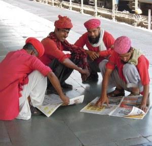 Coolies en pause, gare de Jaipur