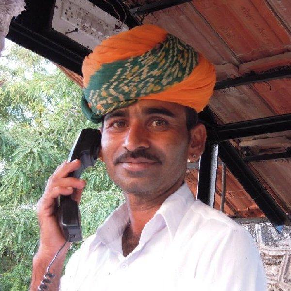 Réceptionniste enturbanné à Pushkar, Rajasthan
