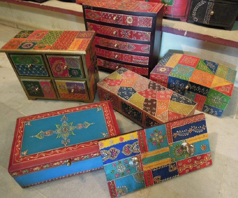 Artisanat indien, boites et coffrets à bijoux peints à la main