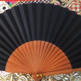 Eventail noir bois de poirier et coton