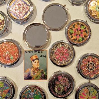 Miroirs de sacs décorés