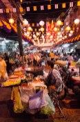 Nourriture de rue - marché de nuit de Bangkok