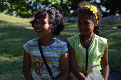 L'île de Camiguin - Philippines - Les petites vendeuses de cierge