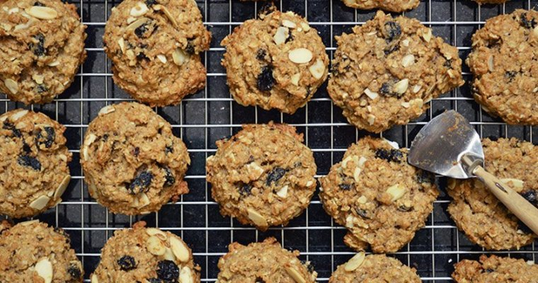 Almond and Raisin Oatmeal Cookies