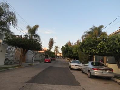La rue à droite...