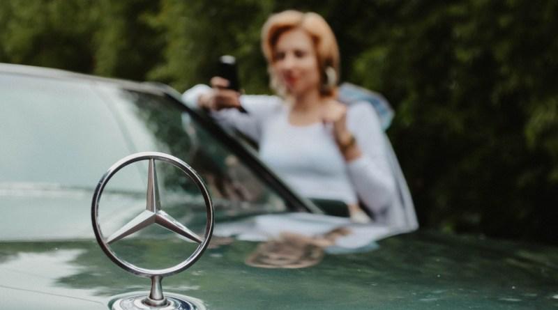 Mercedes S Hood Emblem Design  - Victoria_Borodinova / Pixabay