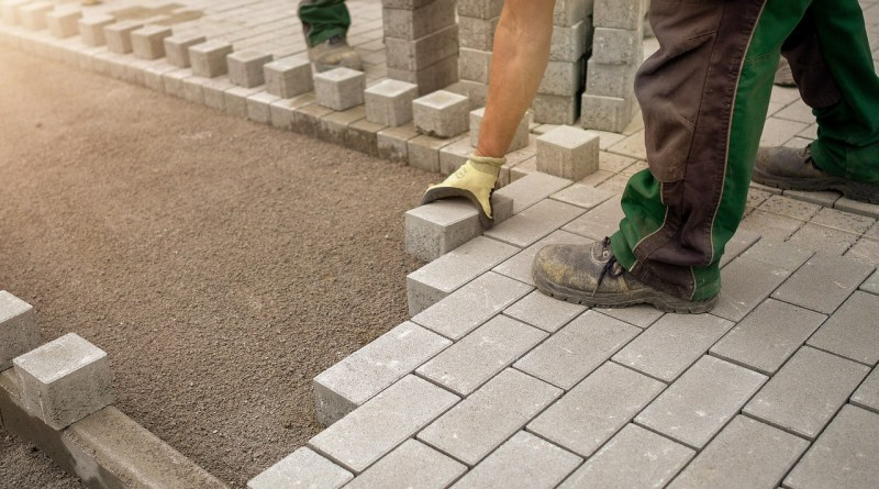 Construction Worker Bricks  - RobbieWi / Pixabay
