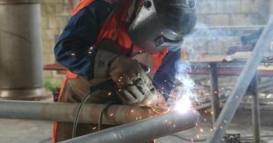 Welder Industrial Welding Working  - saldahnae / Pixabay