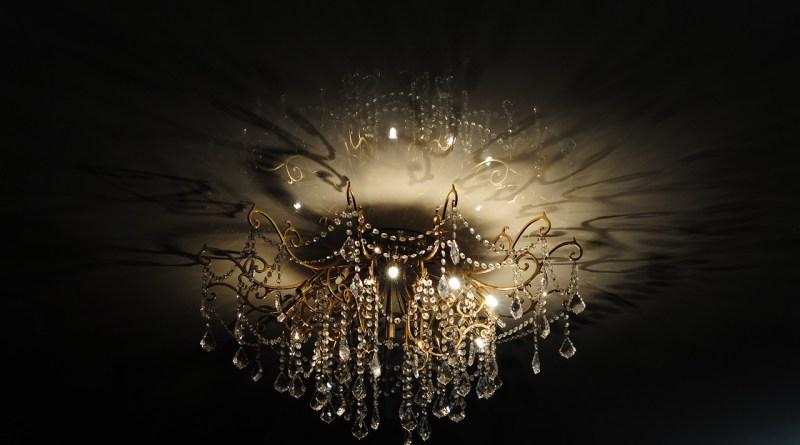 Chandelier Light Shadows  - Batelsk / Pixabay