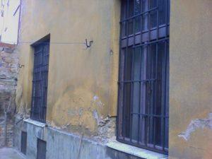 az új rácsok a hátsó udvari ablakokon